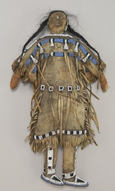 ca 1885 Doll, Northern Plains - Sioux. Native American Dolls, Native American Wisdom, Native American Regalia, Native American Artifacts, Native American Beadwork, Native American History, Native Indian, Native Art, Apache Indian