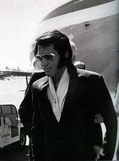 Elvis - Getting off his chartered jet in Phoenix, AZ on September 9, 1970