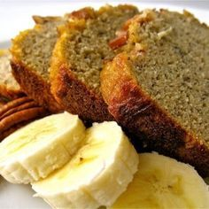 Nog een fijn ontbijtreceptje voor jullie vandaag. Ik deelde al eerder mijn recept voor bananenbrood, maar dat recept bevat speltmeel. En dat mag ik nu helaas niet meer. Vandaar dat het me een leuk idee leek om het eens op een andere manier te maken zodat ik het wel mag eten...