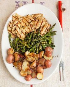 Garlic-Marinated Chicken Cutlets MARINADE: olive oil + garlic + white wine vinegar + fresh thyme + salt + pepper + 10 to 30 minutes. #Marinade #Chicken