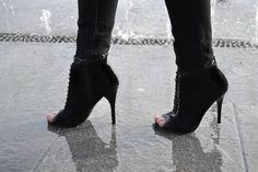 "Polubienia: 153, komentarze: 4 – DIANA PASZKO (@diana.paszko) na Instagramie: ""I love my peep toe booties ! They look great with skirts, dresses and of course favorite skinny…"""