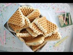 Food N, Food And Drink, Waffle Cookies, Cookie Videos, Cookie Do, Breakfast Pancakes, Waffle Iron, Waffle Recipes, Vanilla Cake