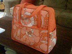Amy Butler weekender bag tutorial with links to other tutorials, including a internior zipper pocket