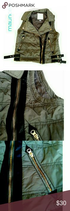 """MAURICES MILITARY STYLE PUFFER VEST MAURICES GREEN MILITARY STYLE PUFFER VEST Pre-Loved  Lots of Zippers! Zipper Moto Style Zip up & Zipper Pockets Dual Side Straps for Tightening Green & Black Accents & Trim Polyester Size M Approx Meas; Chest 18.5"""" L 22"""" Pls See All Pics. Ask ? If Needed Maurices Jackets & Coats Vests"""