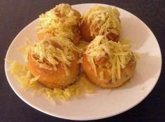 One of my favourite international breakfasts: Filipino Ensaymadas. Find an easy recipe how to make Ensaymadas. Ensaymada, Blog Pictures, Bread Rolls, Sweet Bread, Filipino, Breakfast Recipes, Cloud, Cabbage, Easy Meals