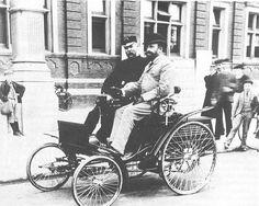 En 1893, l'inspecteur Harry Plumb a été promu chef de police de Eastbourne Borough police. Cette photo montre le prenant un tour dans ce qui est considéré comme la première automobile vu à Eastbourne. USA