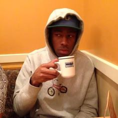Sipping my tea why the rest of y'all people argue.I jus watch. Stupid Memes, Dankest Memes, Funny Memes, Gavin Memes, Tyler The Creator Wallpaper, Ps Wallpaper, Current Mood Meme, Mood Pics, Quality Memes