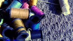 Ana de Oliveira enviou foto dos carretéis de linha colorida de sua caixa de costura.