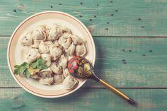 Pelmeni sind aus Russland stammende Teigtaschen, die unterschiedlich gefüllt werden können.