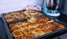 Pizzabullar- Mjuka och goda Baked Bakery, Taco Pizza, Zeina, Halloumi, Nachos, Cauliflower, Sausage, Food Porn, Good Food