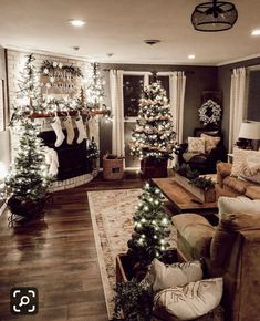7 Christmas Home Decor - It's here: Our ultimate Christmas decorating guide! Deck the halls (and every single room in your - Christmas Bathroom Decor, Christmas Living Rooms, Christmas Door Decorations, Christmas Room, Farmhouse Christmas Decor, Cozy Christmas, Rustic Christmas, White Christmas, Holiday Decor