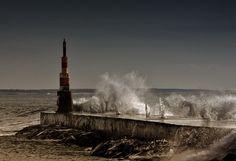 A praia e as ondas contra o Quebra-mar