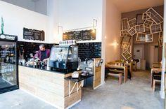 để nâng tính năng cho 1 cạnh của bar, như để giấy ăn, xiên, phía duoi làm móc treo túi mang về, hốc cầu thang cần tủ để bày và để đồ THE COFFEE GANG Hohenstaufenring 19 I 50674 Köln
