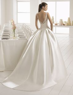 Discover the most beautiful wedding dresses from the collection of wedding dresses. the perfect wedding dress is easy to find with these models. Unique, elegant and beautiful wedding dresses. Find Your Dream wedding dress. Most Beautiful Wedding Dresses, Muslim Wedding Dresses, Western Wedding Dresses, Wedding Dress Trends, Wedding Dress Sleeves, Perfect Wedding Dress, Dream Wedding Dresses, Designer Wedding Dresses, Bridal Dresses