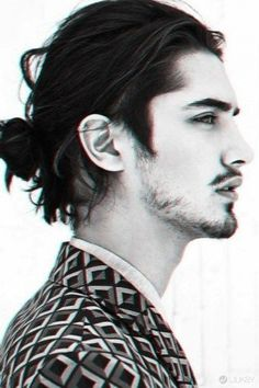 Man Buns That Will Ruin You For Short-Haired Guys The blurry man bun. I am just obsessed with men who have long, beautiful hair.It's a weakness.The blurry man bun. I am just obsessed with men who have long, beautiful hair.It's a weakness. Hair And Beard Styles, Long Hair Styles, Short Styles, Man Bun Hairstyles, Medium Hairstyles, Famous Hairstyles, Natural Hairstyles, Trendy Hairstyles, Avan Jogia
