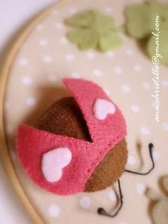 DIY Adorable Felt Ladybug Plushie W/Hearts (Inspiration Only. No Pattern or Instructions. Fabric Crafts, Sewing Crafts, Embroidery Hearts, Felt Patterns, Felt Applique, Felt Fabric, Felt Hearts, Felt Diy, Felt Dolls