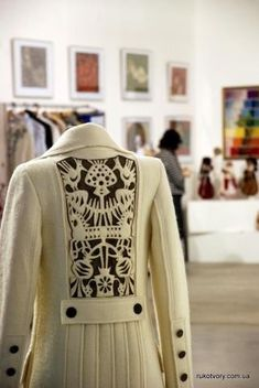 coat from Ukrainian designer Olesya Telizhenko. I have been loving Ukraine designers! Fashion Details, Fashion Design, Kitenge, Looks Vintage, Cheongsam, Modern Fashion, Refashion, Wearable Art, Lehenga