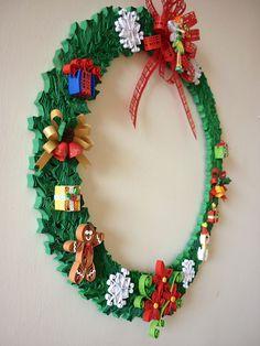 Corona Navideña - paper art on Behance Quilling Images, Paper Quilling Designs, Quilling Paper Craft, Quilling Patterns, Paper Crafts, Paper Art, Quilling Christmas, Diy Christmas Cards, Christmas Wreaths