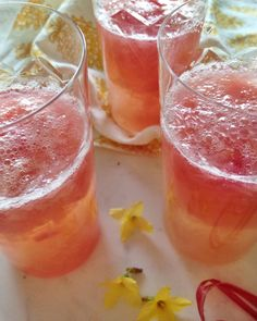 Raparperi-inkiväärimaljat // Rhubarb & Ginger Spring Cocktails Food & Style Elina Jyväs, Baking Instinct Photo Elina Jyväs www.maku.fi Non Alcoholic Drinks, Beverages, Spring Cocktails, Cocktail Recipes, Grapefruit, Finger Foods, Tapas, Smoothies, Menu