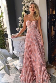 Exceptional women dresses are readily available on our site. Take a look and you wont be sorry you did. Elegant Dresses, Pretty Dresses, Beautiful Dresses, Evening Dresses, Prom Dresses, Summer Dresses, Formal Dresses, Wedding Guest Dresses, Summer Wedding Outfits