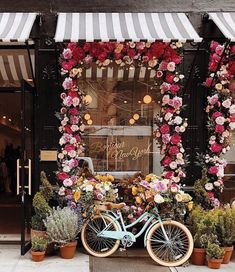 Finally looking and feeling like spring. 🌻 (Imag Finally looking and feeling like spring. Coffee Shop Design, Cafe Design, Beautiful Flowers, Beautiful Places, Flower Shop Design, Shop Facade, Cute Cafe, Shop Fronts, Restaurant Design