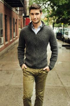 Khaki Pants & Chinos: A Classic Style Staple, as is this charcoal gray knit sweater for men #sweater #chinos #mensstyle Casual Winter, Formal Casual, Casual Mode, Smart Casual Wear, Casual Wear For Men, Men Formal, Winter Style, Mens Winter, Business Casual Suit