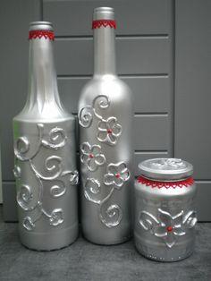 DETOURNER des CONTENANTS en VERRE, créer des reliefs...  bouteilles de vin, de sirop, bocal... on crée les reliefs en dessinant des motifs avec un pistolet à colle et on peint. Ƹ̵̡Ӝ̵̨̄Ʒ Nouillelfique