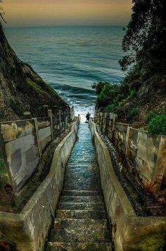 Steps off of Santa Cruz Street in Santa Barbara, California, USA, North America Oh The Places You'll Go, Places To Travel, Places To Visit, Lac Tahoe, Voyage Usa, Belle Villa, California Dreamin', California Camping, Santa Cruz California