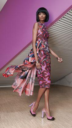 La 2ème collection de Vlisco pour cette année 2016 se nomme «Bright and Beautiful». Le violet domine dans les imprimés de cette collection et cette couleur a aussi servi comme toile de fond pour le lookbook. On doit avouer que celui-ci manque un peu de peps, de cette créativité à laquelle Vlisco nous a habitué ...