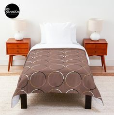 """No matter hygge or lagom, this big, bold blanket with minimal circle pattern in mocha  is absolutely a great item to set up a beautiful and comfy nordic bedroom! Features: 🔸 Sizes: Twin/Twin XL/Full/Queen/King 🔸 100% polyester with 0.75"""" polyester filling and double-square quilted pattern 🔸 Printed on front with solid white on reverse 🔸 Machine washable . #comforter #hyggeblanket #lagomblanket #minimalblanket #nordicbedroom #patternblanket #mochablanket #brownblanket"""