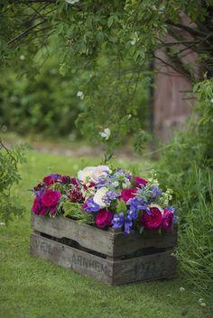 Hübsche Holzkiste mit Blumen #Blumenkasten