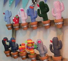 Jewelry displays that are original, easy to make and really nice-looking? Free DIY tutorial w templates for two different cactus designs pin cushions. Decoration Cactus, Cactus Craft, Crafts To Make, Crafts For Kids, Diy Crafts, Cactus En Crochet, Cactus Fabric, Cute Diys, Felt Flowers
