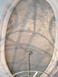 Light Pewter Metallic plaster adorns this oval ceiling cut out.
