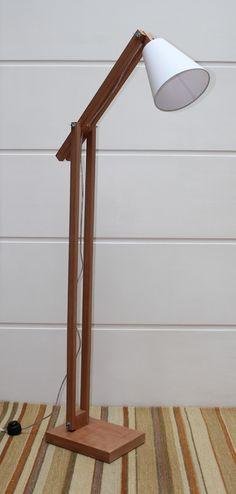 produzido em madeira compensado e revestido em Jequitibá com aplicação de sera, desmontável para transporte <br>Altura ate 1,76 metros produto exclusivo - Venda Somente São Paulo Capital <br>CÚPULA ACOMPANHA O PRODUTO <br>Obs: Pequenas imperfeições e nuances de cor são características e diferenciais do produto.