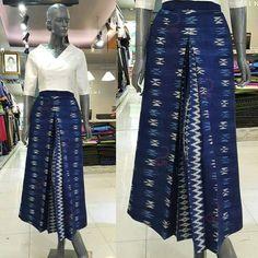 Ideas For Sewing Clothes Women Dresses Classy Sewing Clothes Women, Dress Clothes For Women, Batik Fashion, Fashion Fabric, Modern Filipiniana Dress, Thai Fashion, Classy Dress, Classy Clothes, Thai Dress