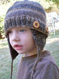 FREE This hat was designed as a boutique item for Averyboo Arts studio in Long Beach, CA. Worked in any worsted or aran weight self-striping yarn and knit with detachable button-on earflaps, it's a fun and versatile pattern for all ages. Baby Boy Knitting Patterns, Baby Patterns, Baby Knitting, Knit Patterns, Joining Yarn Knitting, Loom Knitting, Quick Knitting Projects, Knitting For Kids, Knitting Ideas