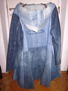 Mantel aus 6 alten Jeanshosen (coat made from 6 pairs of jeans) pictures make it self explanatory. Refaçonner Jean, Jean Diy, Sewing Jeans, Sewing Clothes, Diy Clothes, Artisanats Denim, Denim Top, Recycled Dress, Recycled Denim