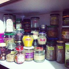 Especieiro  #vegan #veganfood #veganfoodshare #plantbased #plantstrong #instafood #herbs #spice #spicerack #Padgram