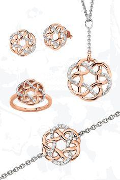 Rosé goldplattiert, gepaart mit kunstvoll auserlesenen Zirkonia-Steinen runden diese Schmuckstücke Ihr Outfit ab. Gold Rings Jewelry, Diamond Jewelry, Jewelry Sets, Diamond Pendant Necklace, Pendant Jewelry, Jewellery Sketches, Schmuck Design, Diamond Design, Pendant Set