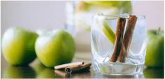 apple cinnamon detox water for weight loss Bebidas Detox, Apple Cinnamon Water, Cinnamon Apples, Cinnamon Sticks, Body Cleanse, Detox Your Body, Natural Detox, Natural Herbs, Summer Detox
