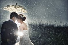 雨的感覺 光的比例 兩人在傘下的親密