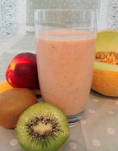 Power Shake- This substantial shake will fill you up and provide lots of vitamins for those times when you can't face eating a whole meal. Packed with goodness for easy pregnancy nutrition in a glass! Juice Smoothie, Smoothie Drinks, Healthy Smoothies, Healthy Drinks, Smoothie Recipes, Healthy Eating, Healthy Recipes, Healthy Foods, Melon Smoothie