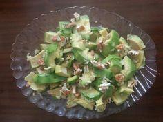 Avocado salad with pecan nut