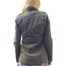 Feminine army jacket Sturdy canvas material. Removable buttoned in quilt liner makes for seasonal versatility. No signs of wear, zero damage. BDG Jackets & Coats