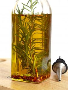 rosemary stems infused in jar with olive oil Rosemary olive oil is a nourishing hair oil that can be used in hot oil treatments or to seal moisture into the hair. Rosemary olive oil is created by infusing fresh rosemary leaves in olive oil for. Flavored Oils, Infused Oils, Olives, Spice Mixes, Saveur, Food Gifts, Fragrance Oil, Fresh Herbs, Herbalism