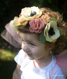 Fairy Felt Flower Headband Make a felt flower headband for the little fairy in your life. Perfect for Halloween, parties or just for playing dress-up! By Lia Griffith and her team. Felt Flowers, Diy Flowers, Fabric Flowers, Paper Flowers, Baby Flower Crown, Baby Flower Headbands, Crown For Kids, Flower Costume, Felt Headband