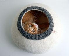 Gefilzte Katzenhöhle aus 100% wolle.  Absolut natürlich, aus eco ungefärbt, ohne jegliche chemische Behandlung Wolle - spezielles Produkt für Ihr Haustier. Es ist kein Geheimnis - Katzen liebt...