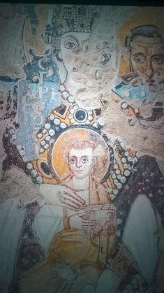 Santa Maria Antiqua, Roma. Il frammento con Maria Regina in trono, adorata da un angelo alla sua destra. Il dipinto, in stile severo, tardo-antico, è datato al VI secolo