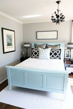 Beautiful color scheme in a small room.