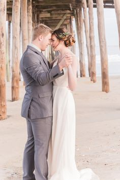Manda Weaver Photography captured and designed this vibrant oceanfront styled shoot with the most romantic color palette.